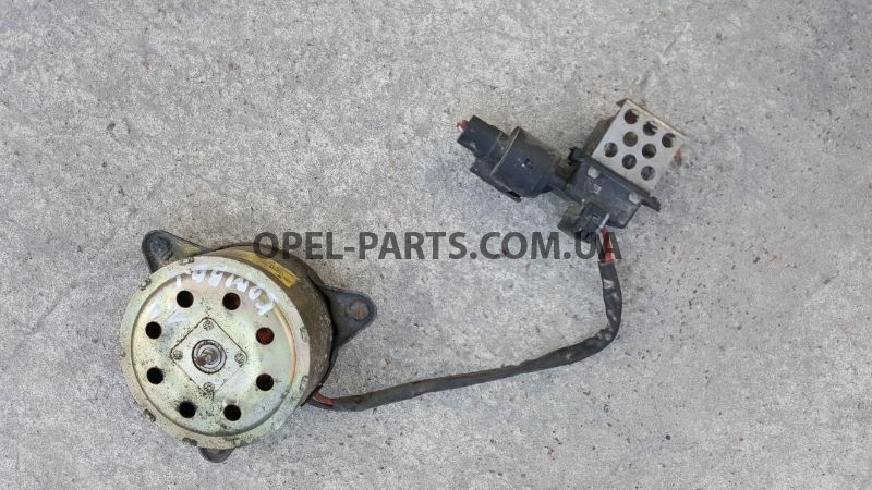Двигатель вентилятора охлаждения Opel Astra G H Zafira B 24445190 б/у на Опель Combo C