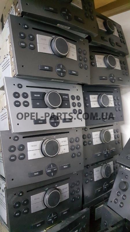Магнитола CD 30 б/у на Опель Combo C