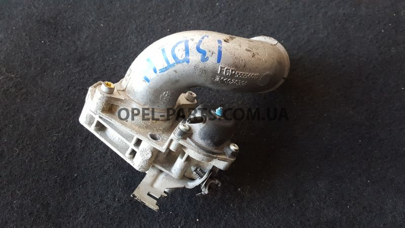 Патрубок куллера Opel Astra H 55556011 б/у на Опель Astra H