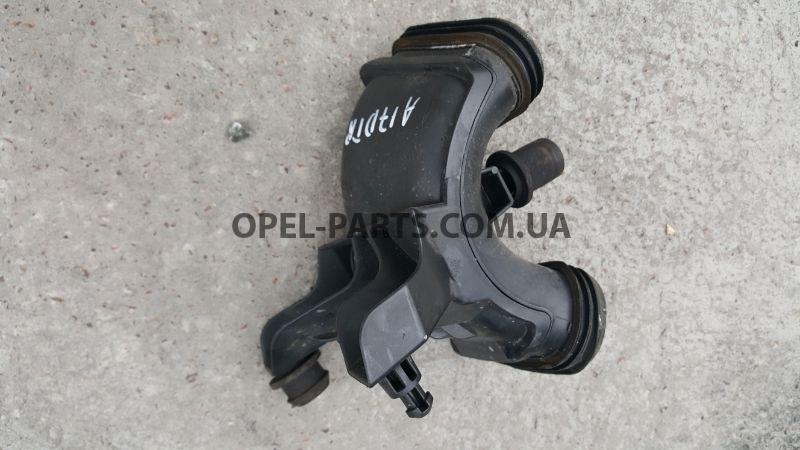 Патрубок воздухозаборника Opel Astra J 13337772 б/у на Опель Astra J
