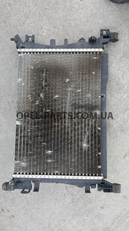 Радиатор охлаждения Opel Corsa D 55701408 б/у на Опель Corsa D